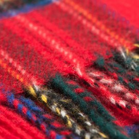 Röd skotskrutig halsduk