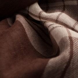 Skotskrutig pashmina sjal i choklad- och creme färg