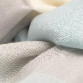 Rutig kashmir sjal i blå, vit och grå