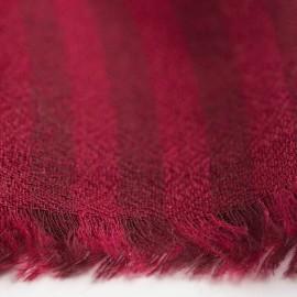Randig kashmir halsduk i röda nyanser