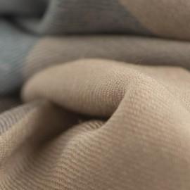 Rutig kashmir halsduk i blå, karamell, beige och grå