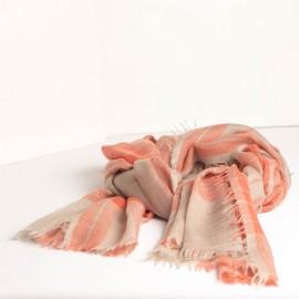 Vacker skotskrutig sjal i röd och beige