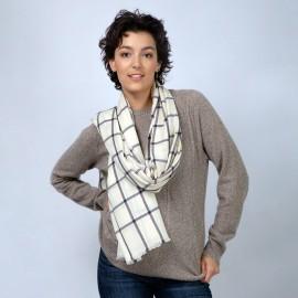 Benvit scarf med marinblå kuber i kashmir / ull