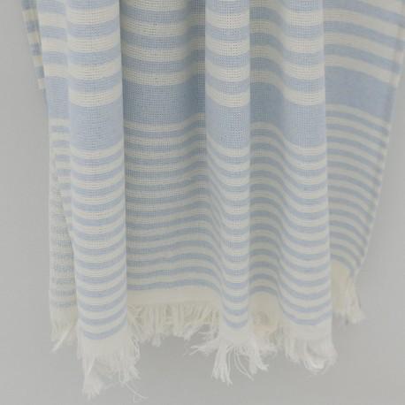 Ljusblå randig badhandduk