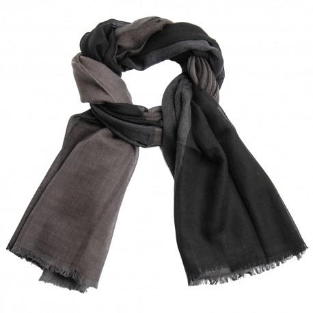 Stor rutig sjal i svart och grå