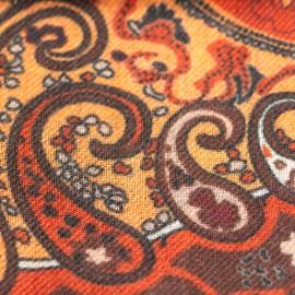 Paisley halsduk i orange och röda nyanser