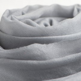 Stor ljusgrå kashmirsjal 200 x 140 cm