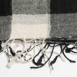 Rutig svartvit halsduk av ull