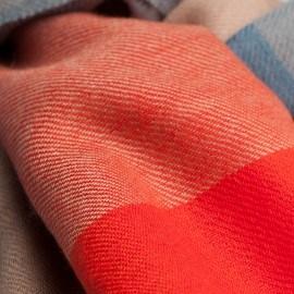 Storrutig pashmina sjal i rött, blått, beige och grått