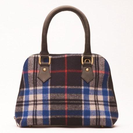 Väska i läder och ull i blått skotskrutig mönster