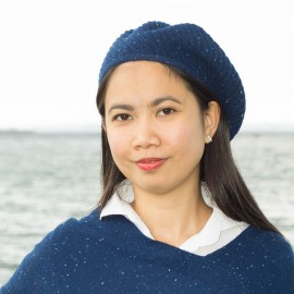 Blå flecked stickad basker i ren kashmir