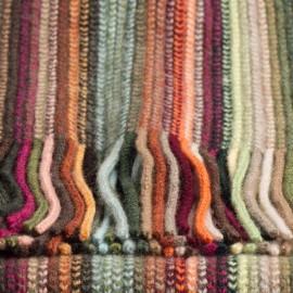 Randig halsduk i blandade jordfärger